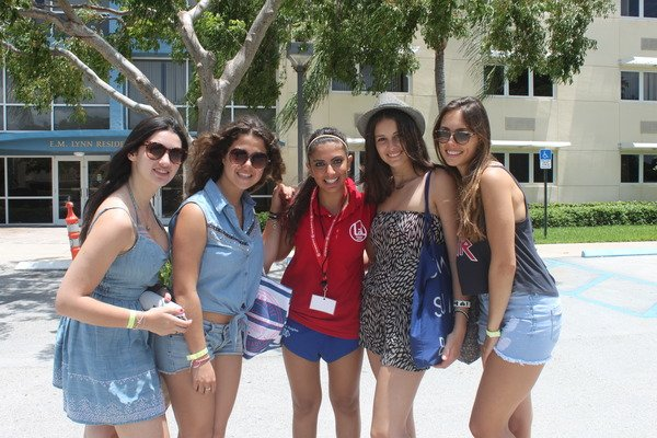 LAL-US-SS-BR-Leisure-students-on-campus-01.JPG