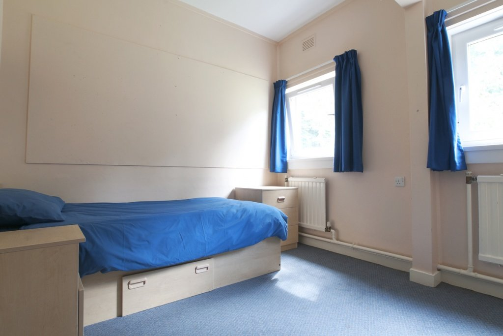 fettes-college-junior-accommodationarniston-house-single-room.jpg
