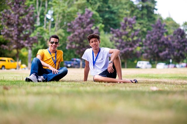 students_chilling_on_the_grass.jpg
